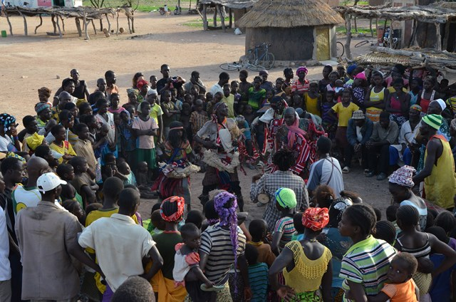 Le stage se poursuit à Boala en compagnie des danseurs Warba